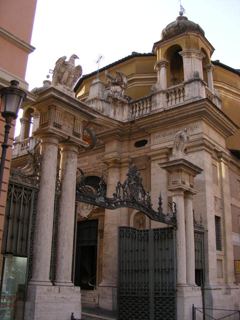 Side_entrance_to_the_Vatican_-_panoramio