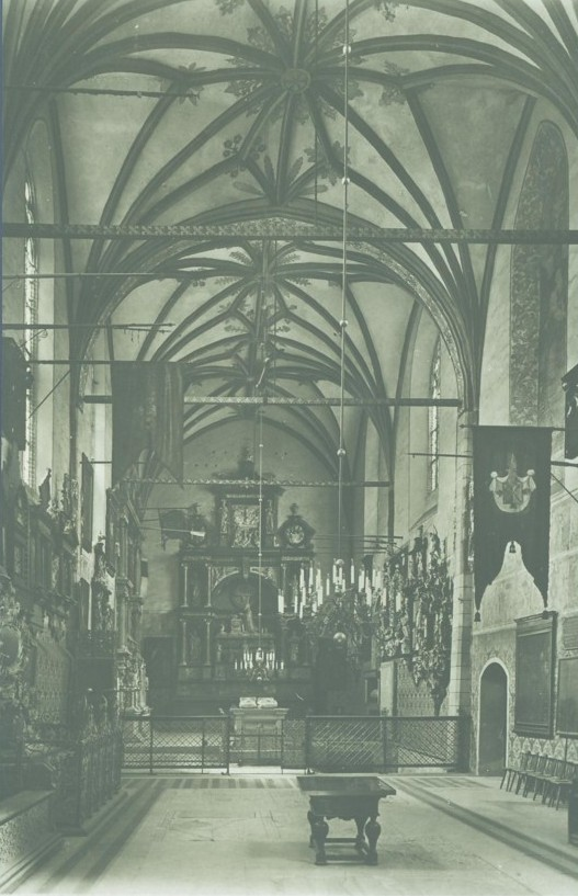Black and white picture of pre WW2 cathedral